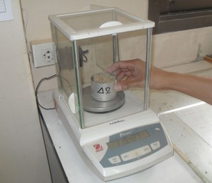 finding weight wet soil and weight can